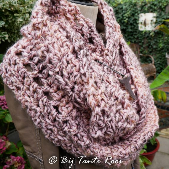 Patroon Criss Cross Rose Cowl